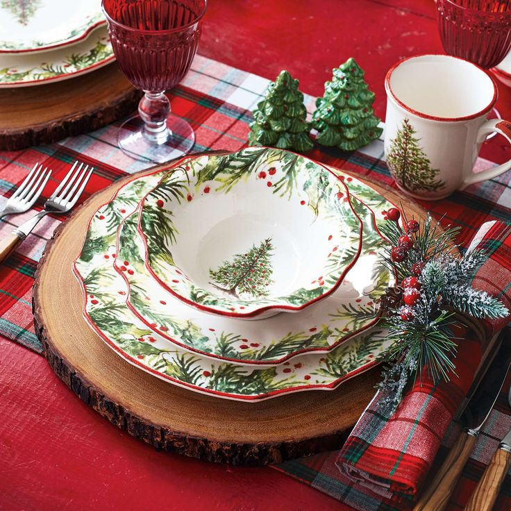 Add holiday cheer to any meal with our exclusive Holly u0026 Pine dinnerware set made from sturdy easy-to-clean earthenware. Handcrafted in Italy Holly ... & 147 best Italian Pottery images on Pinterest | Italian pottery ...