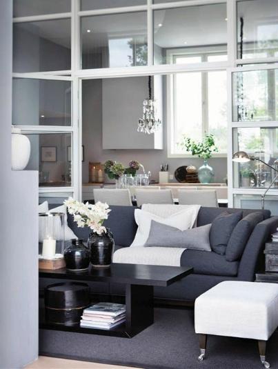 Slettvoll.Mörkgrå soffa