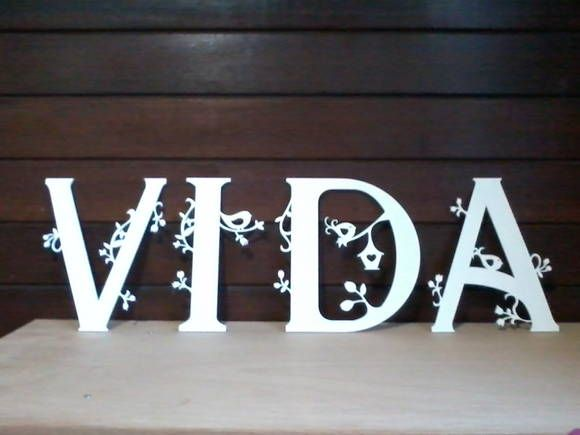 Letras decoradas feitas em mdf com altura de 30cm e espessura de 6mm.  Use para decorar o quarto do bebê, painel de festas de aniversário, festas de casamento e também a sua casa.  Escolha o motivo da decoração das letras e a cor da pintura.  As letras são entregues pintadas e envernizadas.  Levam uma fita adesiva atrás para que possam ser fixadas sobre qualquer superfície.  Para outros tamanhos consulte-nos.