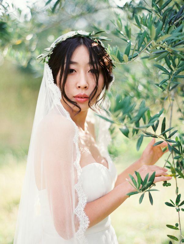bridal veil - bridal crown - bridesmaid crown wedding hair accessories - greenery crown - wedding crown - flower crown #rusticweddinginspiration