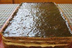 Na prípravu cesta budeme potrebovať: 4 bielka, 5 PL kr. cukru, 3 žĺtka, 3 PL studenej vody, 1 PL kakaa, 2 PL strúhanky, 6 PL mletých vlašských orechov. (takéto cestá si upečemie tri) Na prípravu krému budeme potrebovať: 4 žĺtka, 150 g pr. cukru, 2 PL mlieka, 150 g tmavej čokolády, 250 g masla, 80 ml + 160 ml smotany