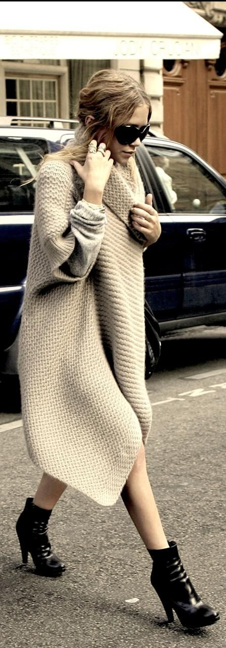 MK Olsen in an oversized sweater //