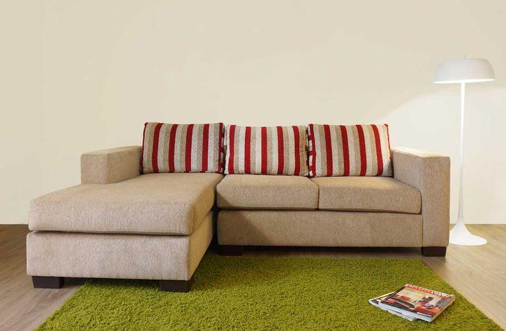 Sofá seccional con chaise longue. Largo 231 cms. En tela benidorm arena y cojinería listada.http://livingstore.cl/producto/sofa-seccional-monaco-3-cuerpos-chaise-longue-benidorm/