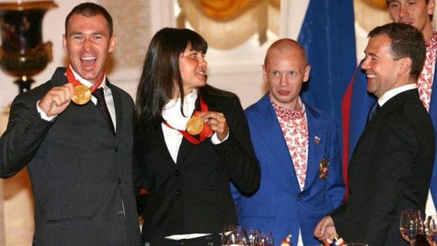 A Rússia se orgulha de seus campeões olímpicos, como Maxim Opalev (canoagem) e Larisa Ilchenko (natação em águas abertas)
