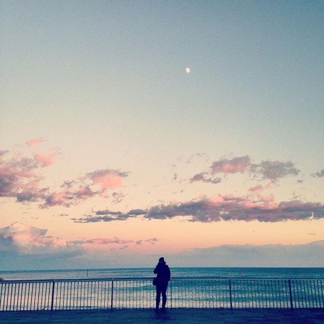 Even in the darkest moments, there's light ✨ #Barcelona #sunset #sea #mediterranean #mediterráneo #mediterrani #blue #pink #cloud #peace