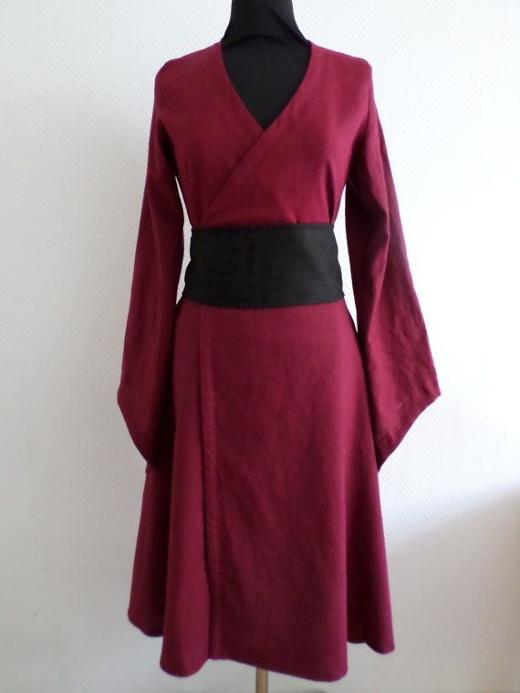 Burgundy linen pagan Avalon gown with waist by AvalondesignsNL