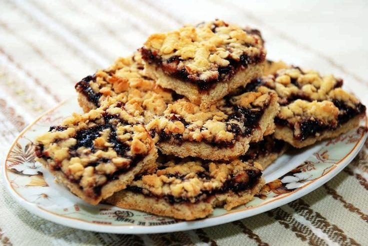 """Prăjitură cu gem si aluat răzuit, o """"clasică"""" prăjitură de casă care nu lipsea din caietele de retete ale bunicilor noastre"""