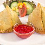 ディワリ - 料理写真:【サモサ】ポテトなどの野菜をスパイスで味付けし、パイで包んで 揚げたインドの名物料理です。≪500円≫