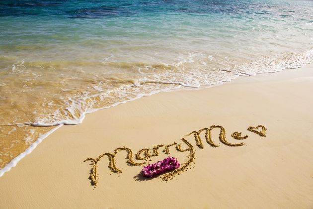 Pictures : 19 Marriage Proposal Ideas for Men - Creatibe Beach Marriage Proposal