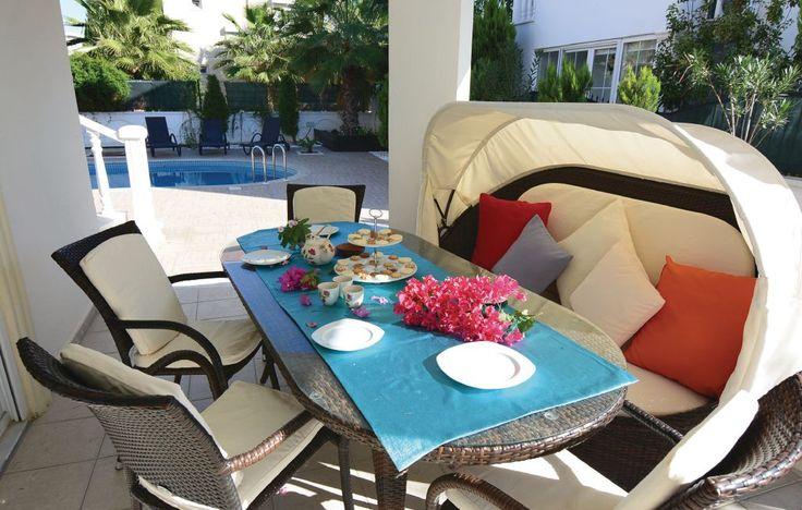Ferienhäuser - Belek-Antalya - TRV095 Die Villa Bella Village ist etwas ganz Besonderes. Dieses wunderschöne und im spanischen Stil gebaute Ferienhaus liegt auf einem gepflegten Gartengrundstück mit Zierpflanzen und Rasen.