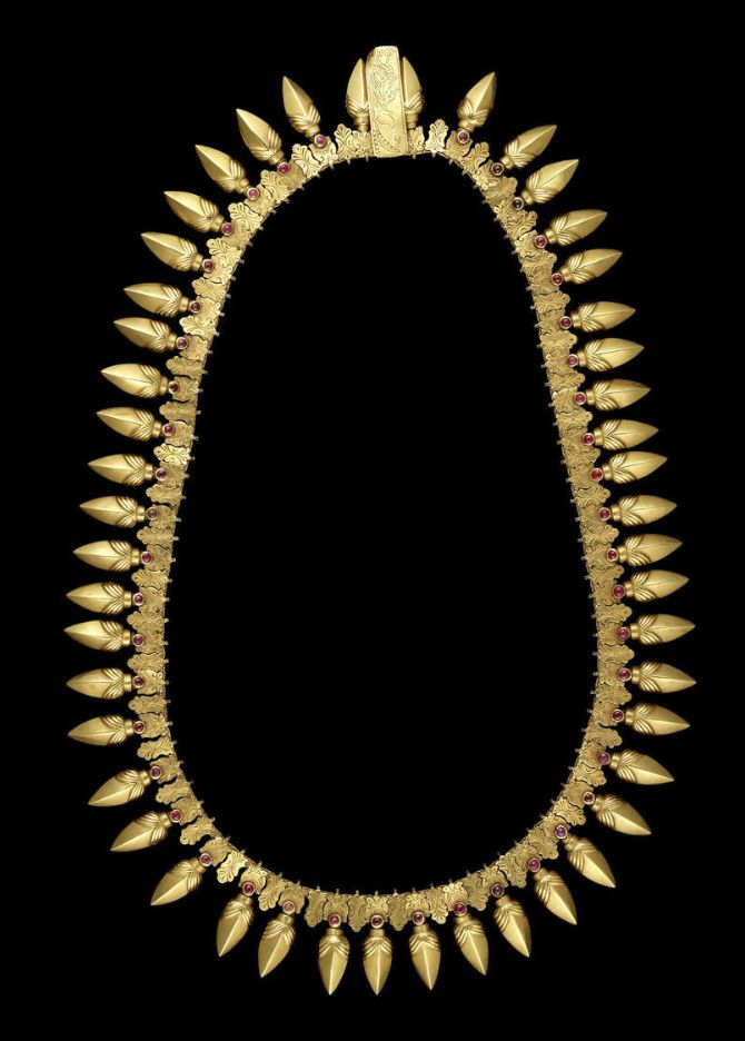 A ruby-set gold Necklace  Tamil Nadu, 19th Century comprising bud-shaped elements set with a single ruby below a pair of engraved addorsed birds alternating with smaller floral engraved elements, the reverse plain gold, attached to a flat chain, the clasp of rectangular form with an engraved hamsa on recto, held together with long pin  74.5 cm. long (approx.); 243 g.