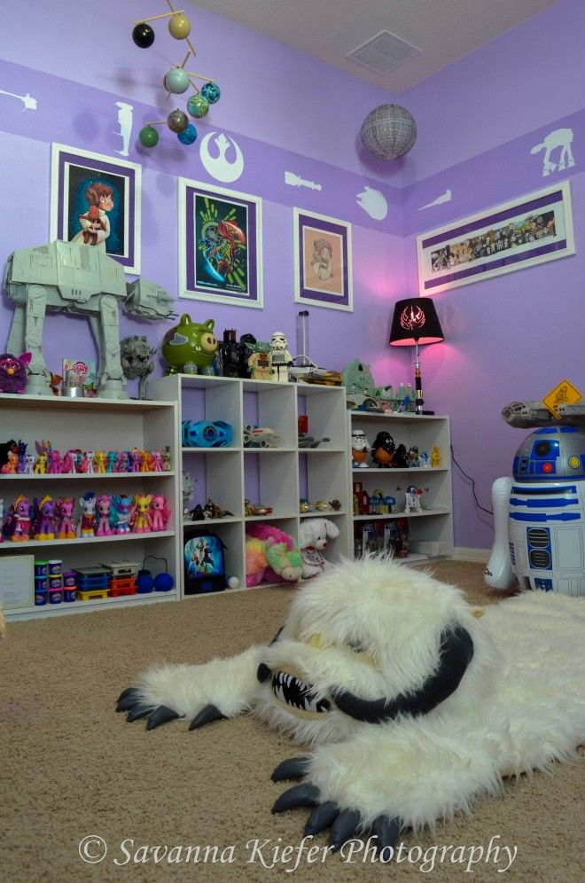 Star Wars Nursery -- Yoda Would Be Proud | GeekMom | Wired.com i loooove this!!!! the border is perfectly awesome, the lightsaber crib, the r2 mobile is one of my favorite things!!