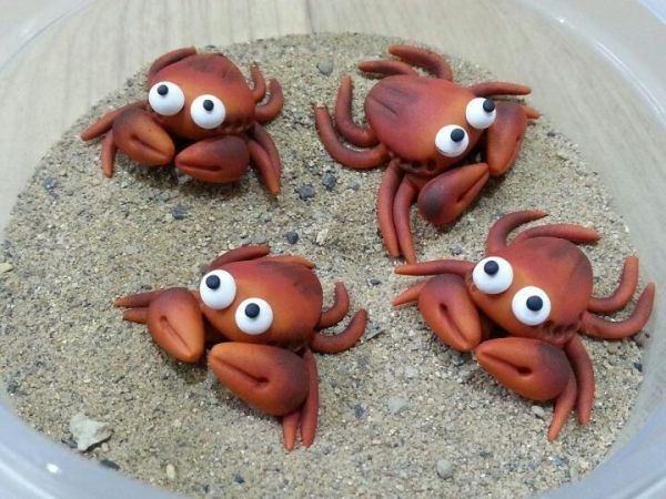 Dee Raa Arts crabs polymer clay fimo sculpey miniature crab sea cute tiny sea side by suzette