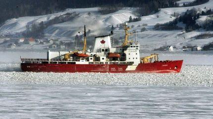 Coast guard chopper crashes in Arctic