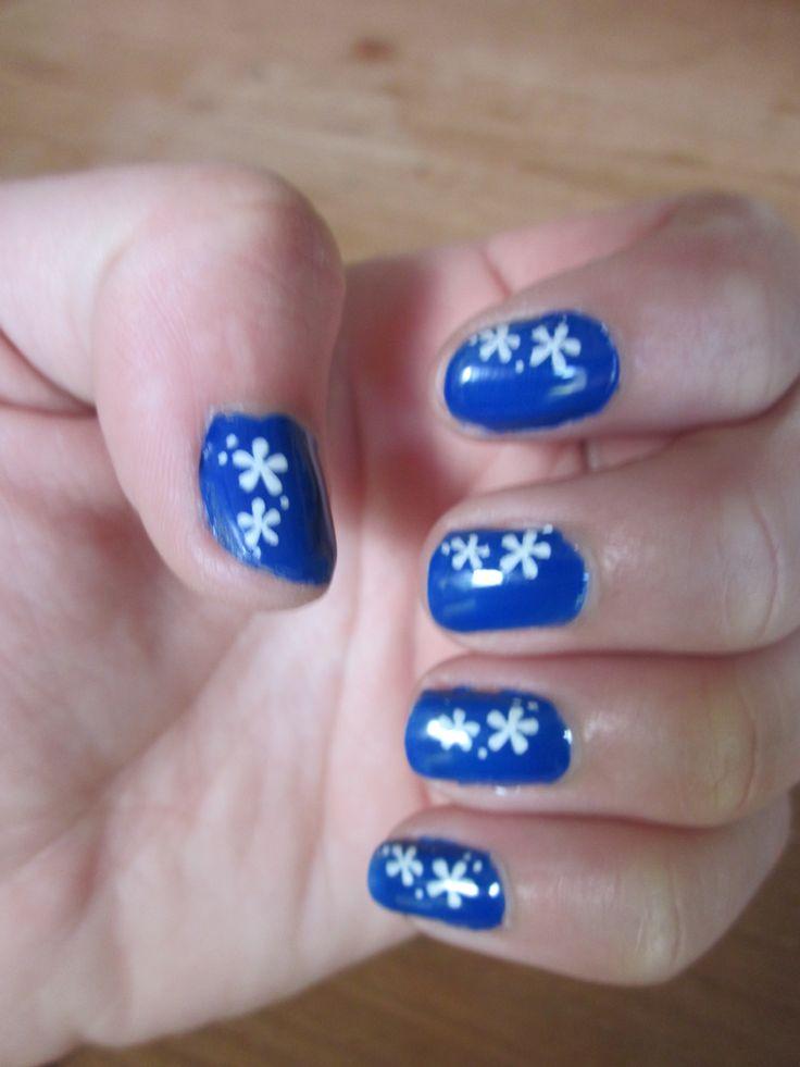 blauw met witte bloem
