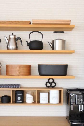 目指すのは、おしゃれで楽しいキッチン。【カフェ風キッチン】を作ろう ... カフェ風キッチンでよく見られるのが、壁に造り付けた棚