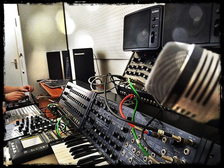 17 best images about vintage recording studios on for Classic house synths