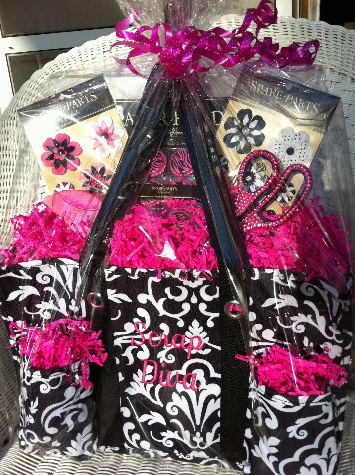 Great scrapbooker gift idea using a Thirty-One organizing utility tote! Order at www.mythirtyone.com/olinger
