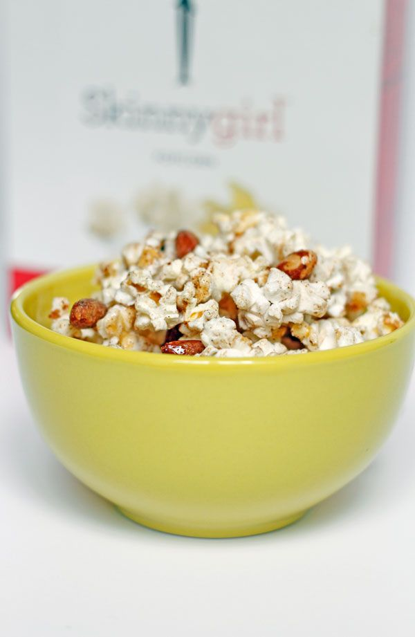 Low calorie snack recipe. Popcorn with honey and almonds. Sweet, salty, and good.