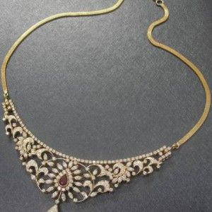 Artistic Indian diamond necklace - Diamond necklace with a pear-shaped ruby centre, handcrafted in 18 kt YG.