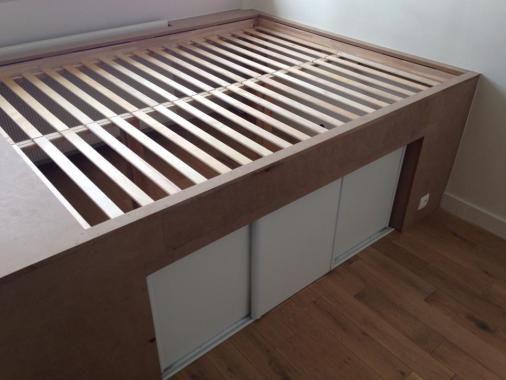 1000 id es propos de pont de lit sur pinterest lit - Construire une table de chevet ...