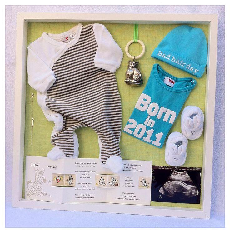 3 D lijst met eerste baby spulletjes: De eerste kleding, geboortekaartje, echofoto, rammelaar, mutsje, sokjes Inlijsten van jouw kleintje? Info: https://joleenskraamcadeaus.wix.com/kraamcadeau#!product/prd1/2977101221/3-d-lijst-met-eerste-baby-spulletjes