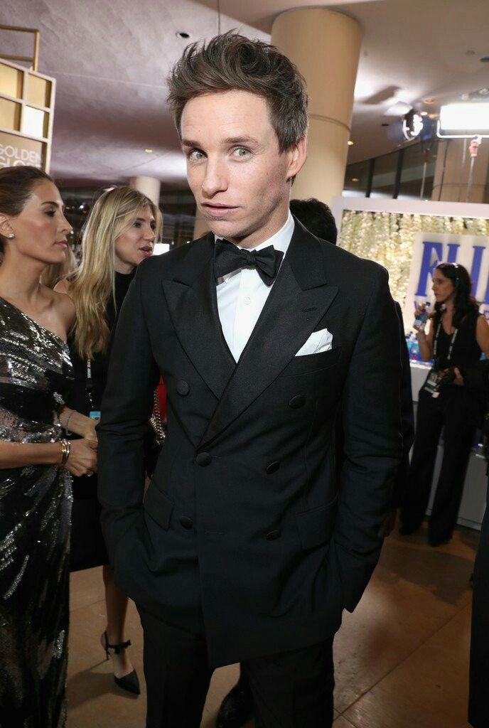 Eddie Redmayne at the Warner Bros. Golden Globes After Party https://twitter.com/eddieronline/status/818368840149114880