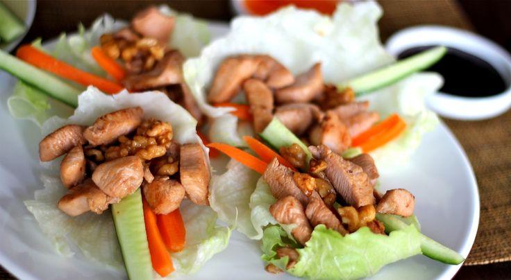 """Pittig, veel kruiden, redelijk licht en meestal kip of vis: de Aziatische keuken. Ik ben er gek op en ga daarom regelmatig op reis naar landen in Azië om daar van de heerlijke keuken te proeven en inspiratie op te doen. Bijvoorbeeld voor deze Aziatische sla wraps. De kip in... <a href=""""http://cottonandcream.nl/aziatische-sla-wraps-met-kip-en-walnoten/"""">Read More →</a>"""