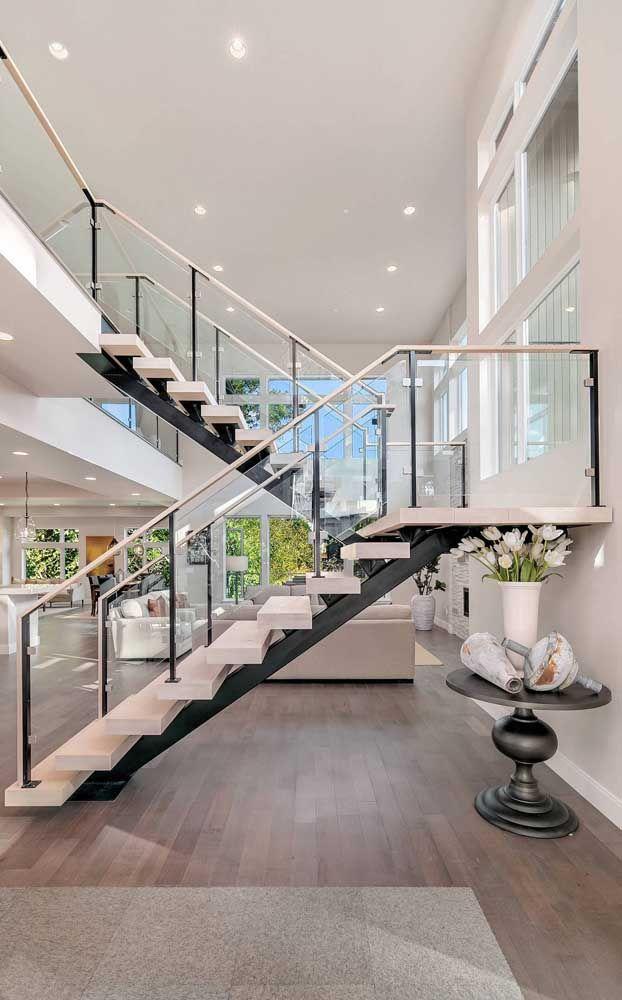 Uma Escada Super Moderna No Meio Da Sala Para Deixar Seus