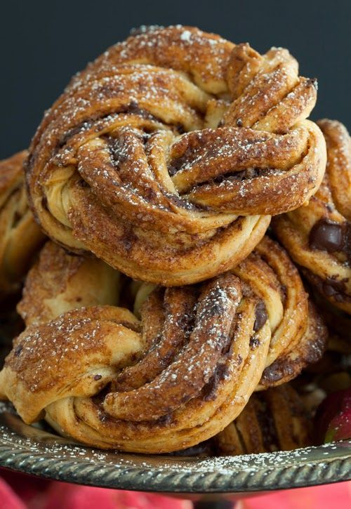 "Russian Monday: ""Sladkay Bulochka"" - Cinnamon Chocolate Pastry Wheels at Cooking Melangery @melangery"