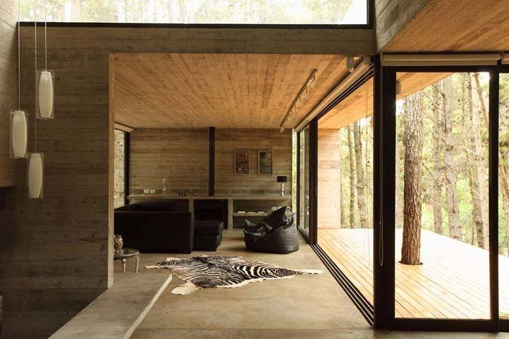 Betonnen huis in het bos