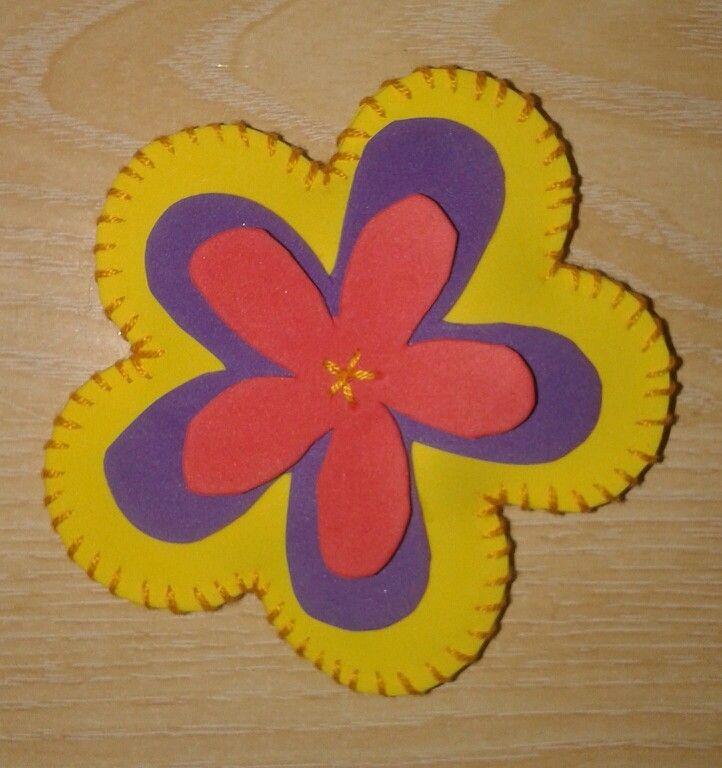 Flor para llavero, de goma eva