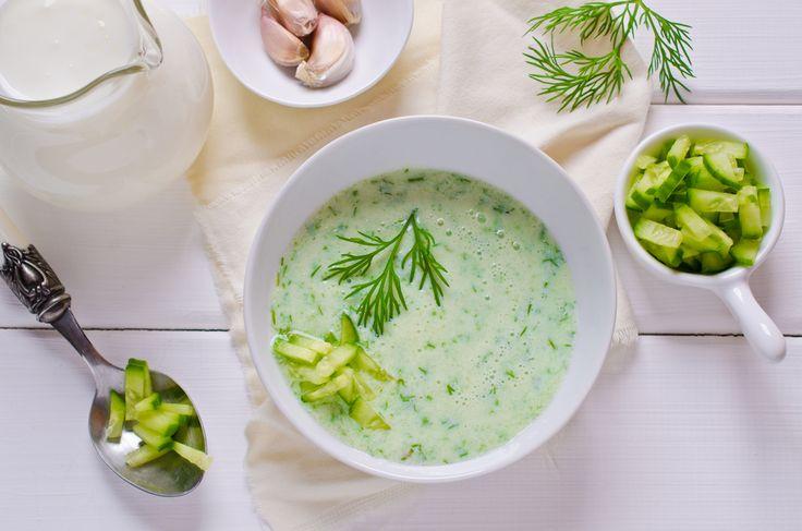 Zuppa fredda di cetrioli, la ricetta profumata, nutriente e sana, da gustare con lo yogurt
