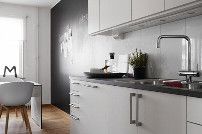 Černobílý byt ve skandinávském stylu - kuchyň