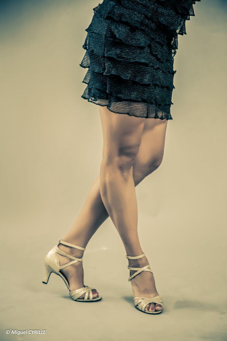 Céline BUSSY chaussure de danse. Modèle Cécilia pailleté or, talon 7 cm bobine. Salsa, bachata...