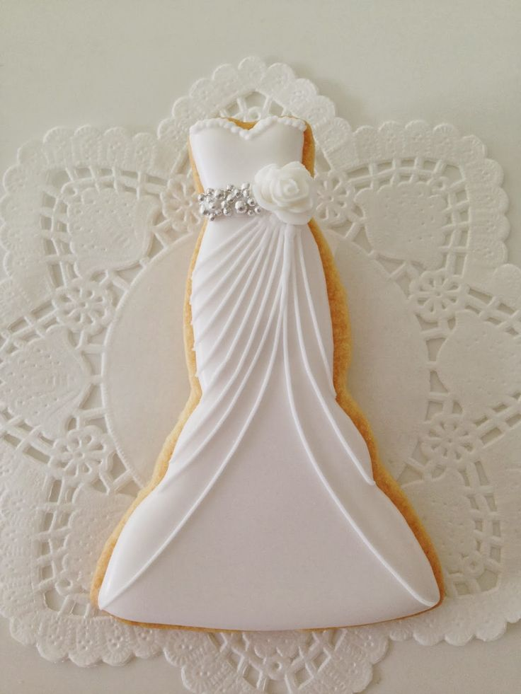 Galletas boda_Vestido Novia ♥C.Bonbon♥ http://c-bonbon.blogspot.co.uk/2013/12/wedding-cookies.html