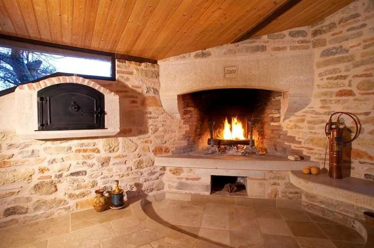 Hotel Avec Foyer Au Bois : Occitanie pierres cheminée d angle à foyer fermé