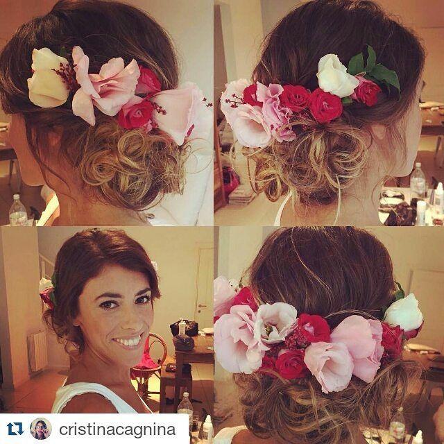 Divina Sabri con su tocado Chal-Chal  #chalchalflores #wedding  #Repost @cristinacagnina with @repostapp ・・・ Sabrina peinada por mí para su casamiento  con una excelente corona de @chalchal_disenofloral . Make Up la Genia de @irenearcieri.  #tocados #tocadosdenovia #hair #hairstyle #updo #peinados #peinadosconflores #flores #flowerhair #flower #flowers #bride #novia