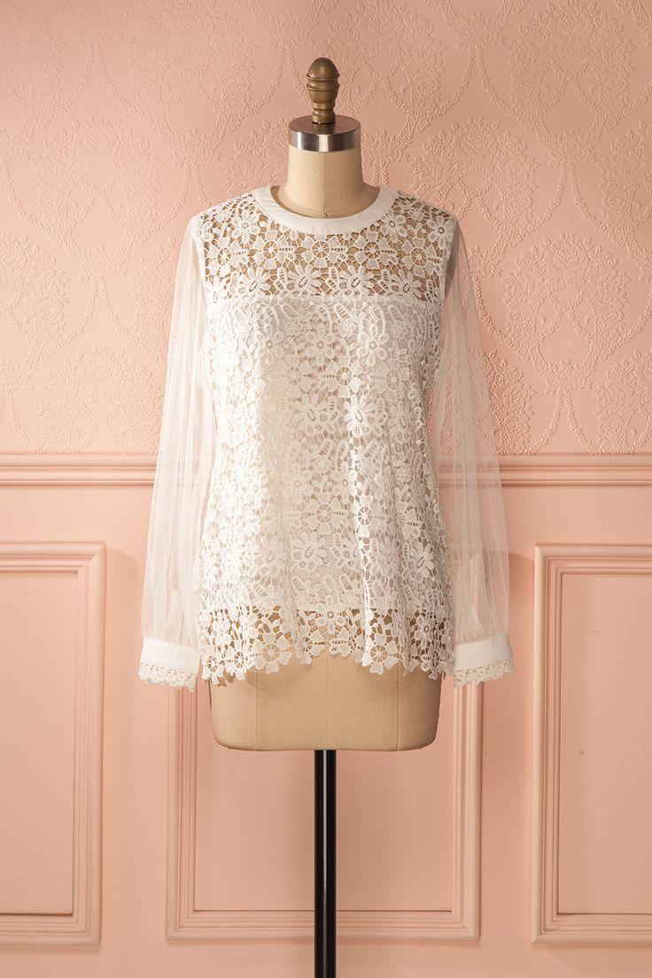 Son visage encadré de dentelle blanche inspirait la romance.   White lace framed her face; the perfect picture of romance. Alabama - White lace and mesh blouse www.1861.ca