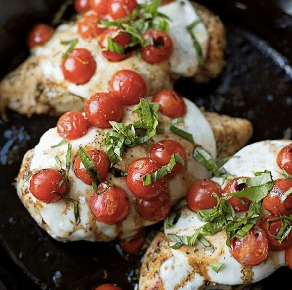 Here's a cheesy chicken recipe that is perfect for any cycle of the 17 Day Diet. The combination of chicken, cheese and tomatoes along with the herbs and heat of cayenne pepper, make for a perfectly tasty, yet healthy meal! 30 Minute Skillet Chicken Caprese Ingredients 1 1/2 tsp herbes de provence 1/2 tsp garlic …