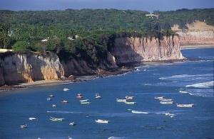 a 85 km de Natal, no município de Tibau do Sul, Pipa está entre as dez mais belas praias do Brasil.