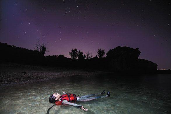 (2ページ目)沖縄の青い海をダイビングで満喫する タイドのツアーを詩歩さんが大絶賛 沖縄神秘の絶景「青の洞窟」を初体験 CREA WEB(クレア ウェブ)