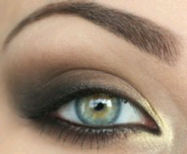 Makeup for green eyes??? Who the F wears this much makeup!!