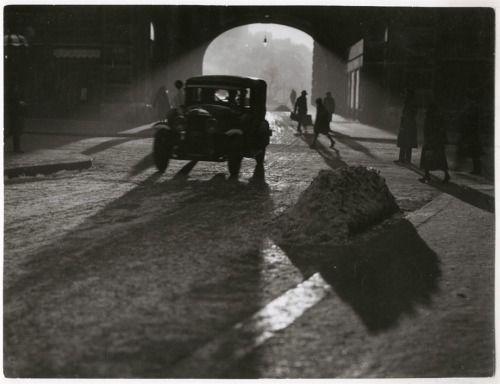 Vadas Ernő: A Piarista-átjáró a Váci utcában, Budapest, c. 1940 © Magyar Nemzeti Múzeum