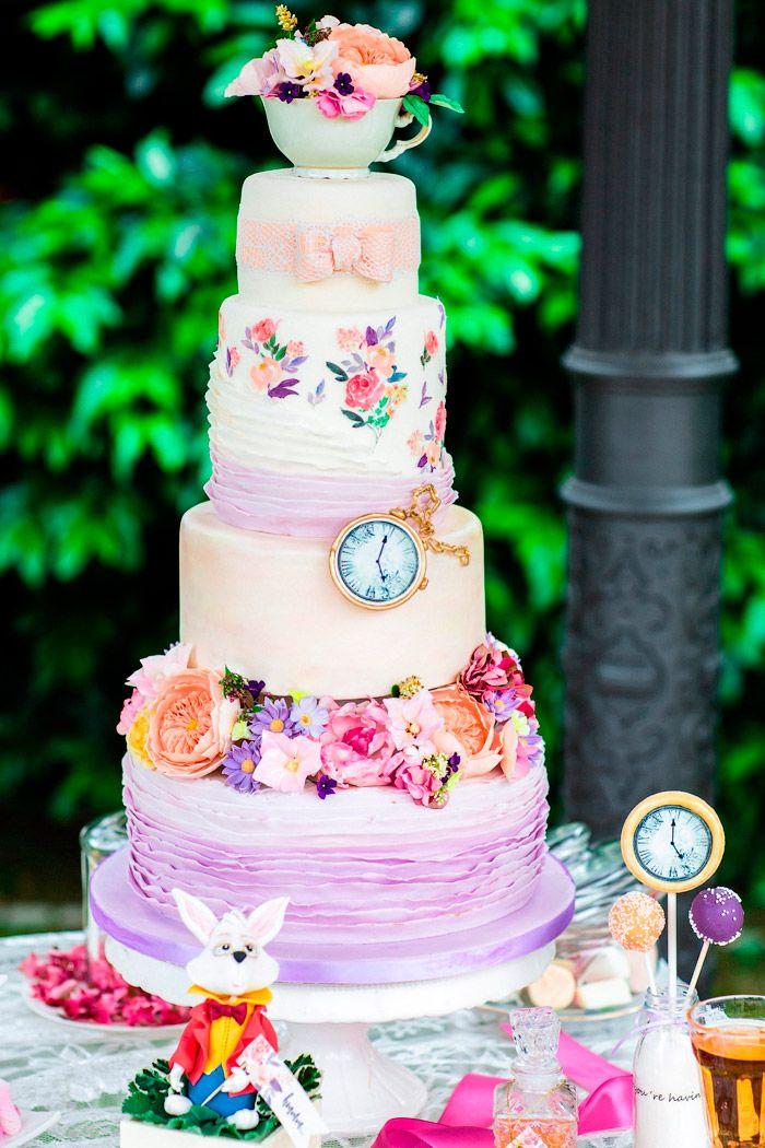 Alice im Wunderland Hochzeitstorte   #Christina_Eduard_Photography #hochzeit #inspiration #hochzeitstorte #alice_wunderland_hochzeit #alice_wonderland_wedding