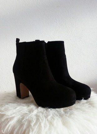 Kupuj mé předměty na #vinted http://www.vinted.cz/damske-boty/kotnikove-boty/13530589-nove-nizke-cerne-kozacky-kotnikove