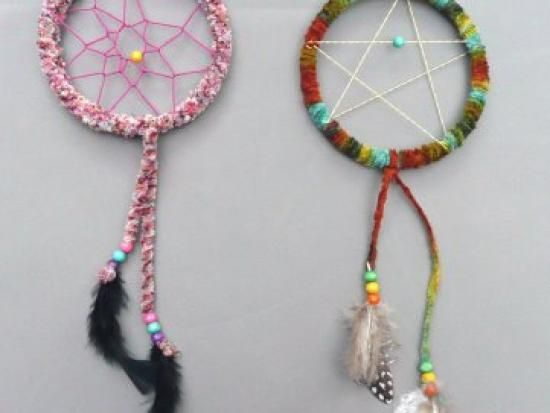 Cool project from http://www.kiwicrate.com/projects/Colorful-Dreamcatchers/1792: Colorful Dreamcatchers