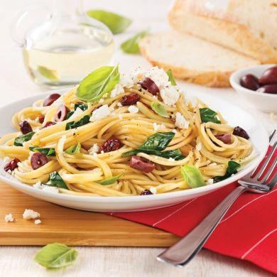Spaghetti aux olives, canneberges et feta - Soupers de semaine - Recettes 5-15 - Recettes express 5/15 - Pratico Pratique