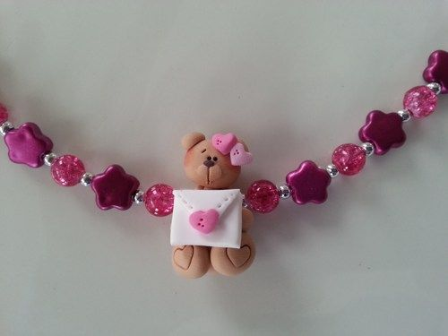 Here is an unique gift for little girl ( 3 years old and over ) A bracelet made with a teddy bear with  a love letter in polymer clay , metallic roses and glass beads.  * Included : an organza pounch