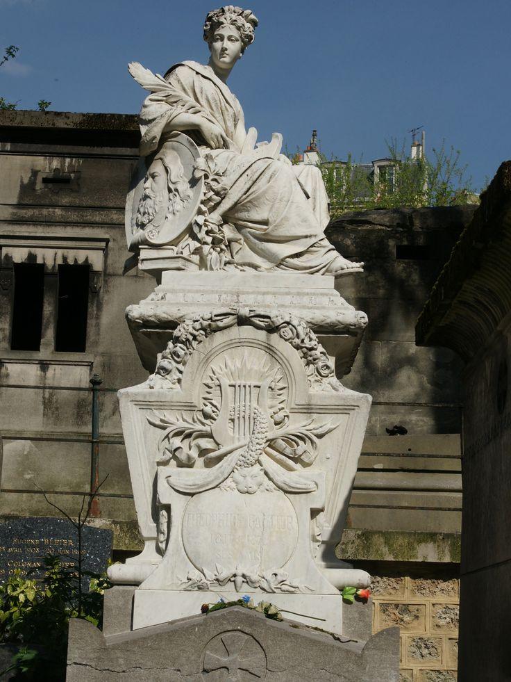 visite des tombes célèbres et mystérieuses au cimetière de Montmartre. http://visite-guidee-paris.fr